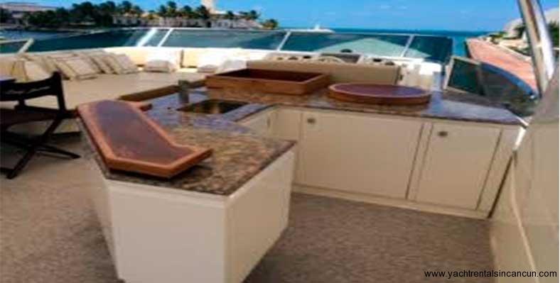 Renta-de-yates-en-Cancun-Charter-Privado-Azimut-85-pies-4