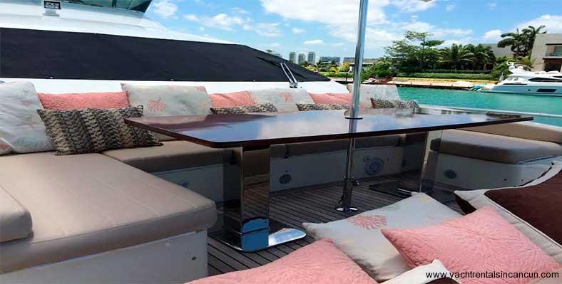 Renta-de-yates-en-Cancun-Charter-Privado-Azimut-85-pies-5
